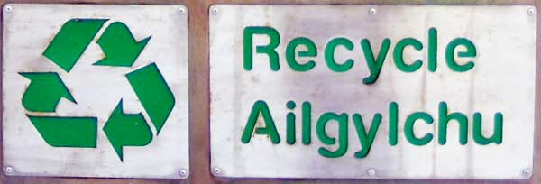 Welsh - English bilingual recycling sign
