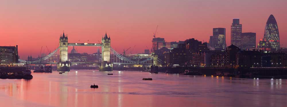 outstanding for translation: London's River Thames at sunset